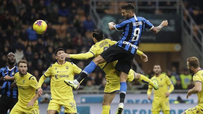 Inter Milan susah payah mengalahkan Hellas Verona 2-1 (AP Photo/Luca Bruno)