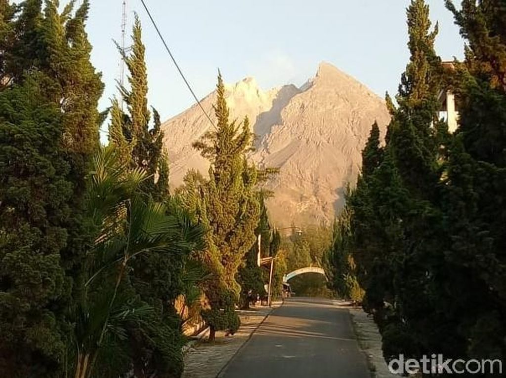 Gunung Merapi Keluarkan Awan Panas Guguran, Hujan Abu Guyur Boyolali