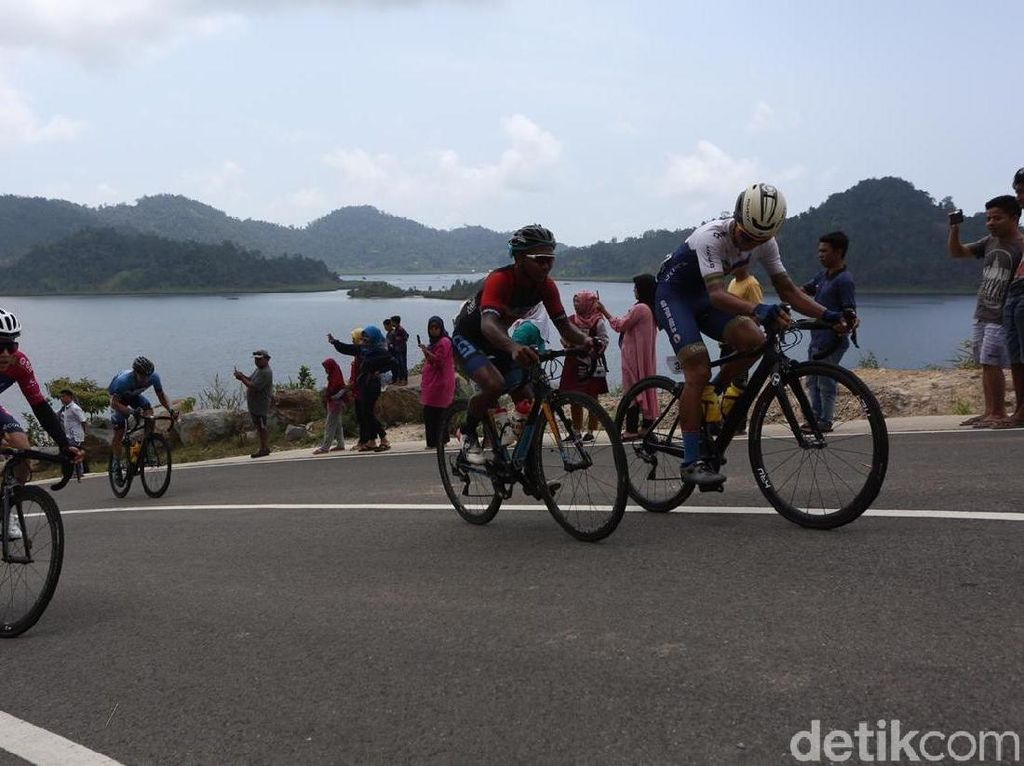 Etape Sembilan Tour de Singkarak Milik Duo Malaysia
