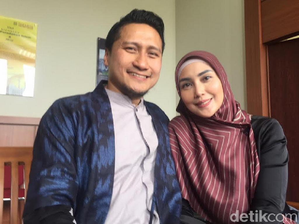 Fenita Sentil Candaan Poligami Arie Untung & Teman-teman Prianya