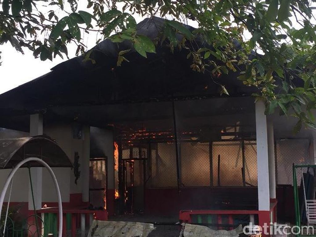 SD Pesantren YPMA Medan Sunggal Terbakar