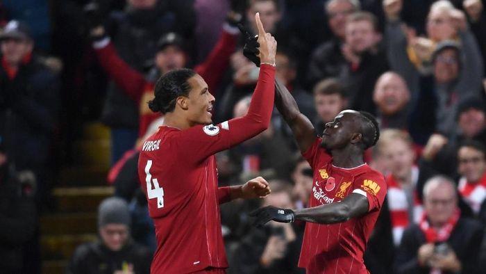 Liverpool menang 3-1 atas Manchester City dan kukuh di puncak klasemen Liga Inggris. (Foto: Laurence Griffiths / Getty Images)
