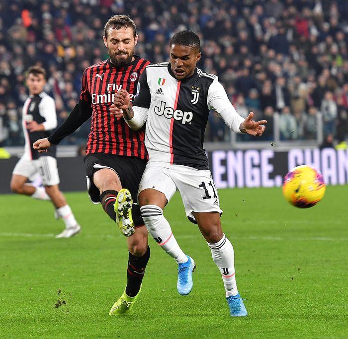 Bermain di Juventus Stadium, Senin (11/11/2019) dinihari WIB, Milan bisa meladeni permainan Juventus. Laga berjalan menarik dengan kedua tim saling membangun serangan dan menghasilkan beberapa peluang. Alessandro Di Marco/ANSA via AP.