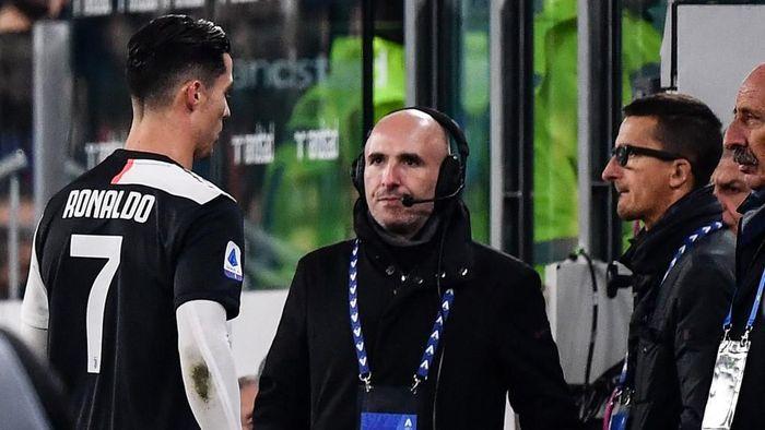 Cristiano Ronaldo dikabarkan meninggalkan Allianz Stadium sebelum laga Juventus vs AC Milan usai karena kesa diganti (Foto: Marco Bertorello / AFP)