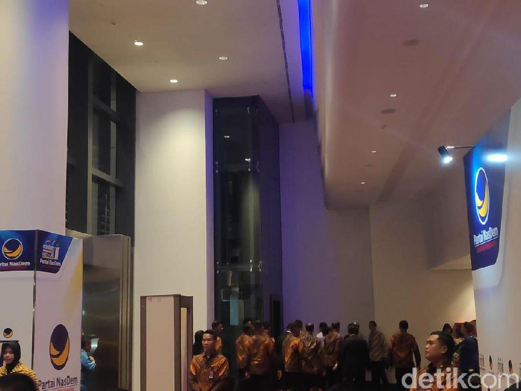 Jokowi Hadiri HUT ke-8 Partai NasDem, Surya Paloh Menyambut
