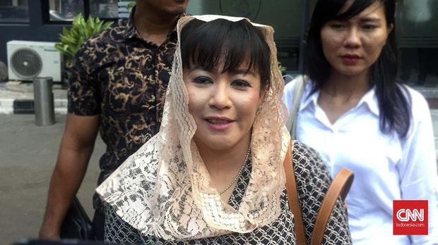 Politikus PDIP Dewi Tanjung melaporkan Novel atas tudingan rekayasa kasus penyiraman air keras.