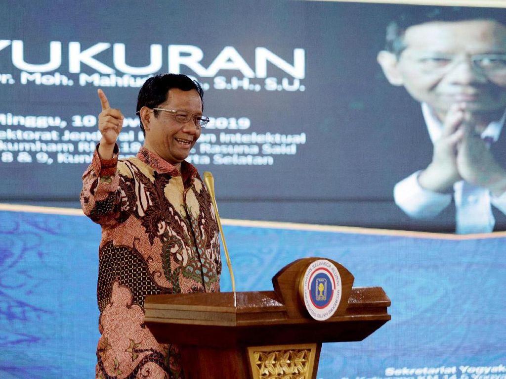 Mahfud Pantau Kasus Supporter WNI Dikeroyok di Malaysia