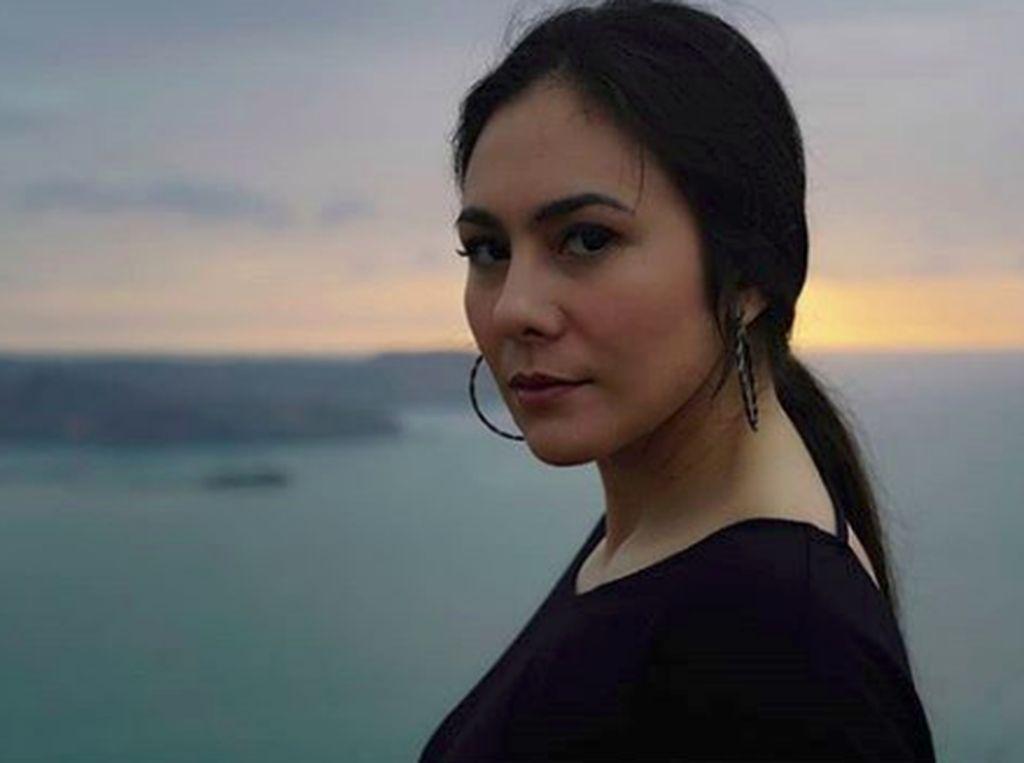 Aduhai Cantiknya Hot Mom Wulan Guritno di Geopark Ciletuh