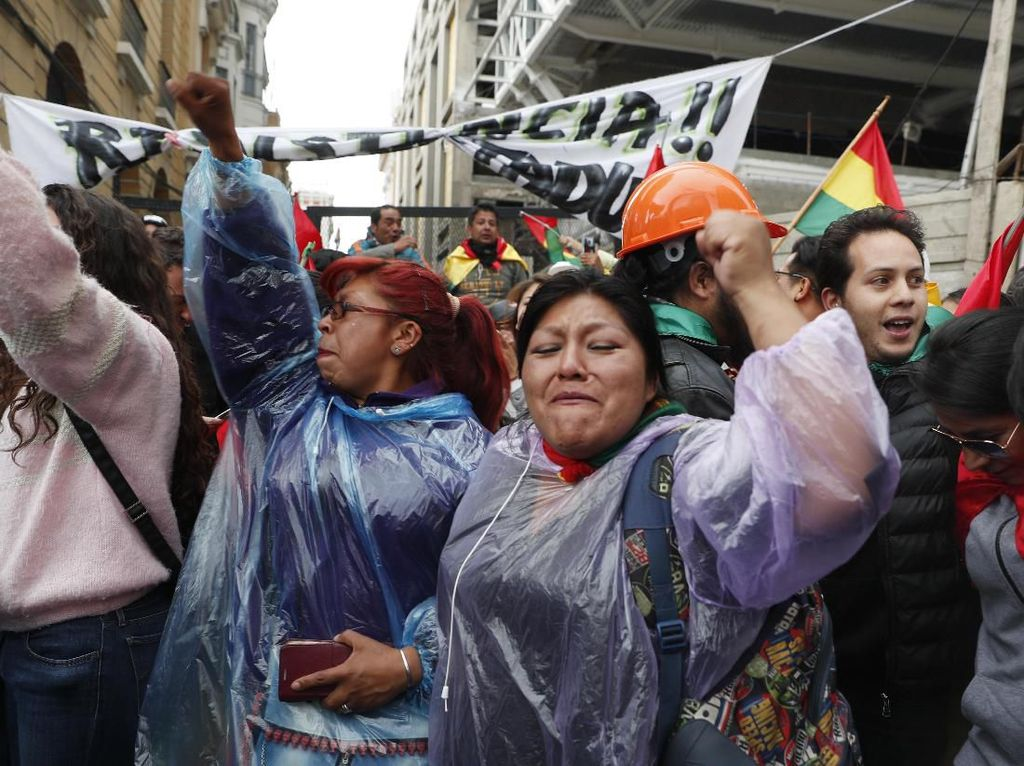 Warga Bolivia Turun ke Jalan Rayakan Pengunduran Diri Presiden Morales