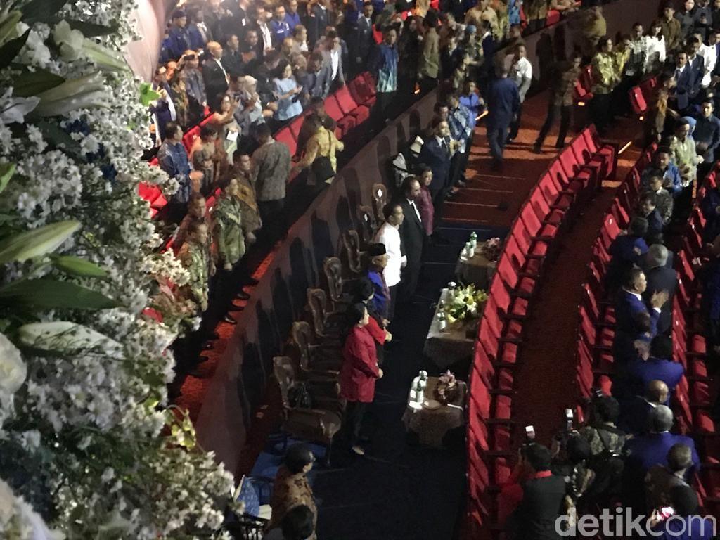 Gemuruh Tepuk Tangan untuk Megawati di HUT NasDem