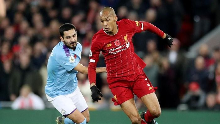 Soccer Football - Premier League - Liverpool v Manchester City - Anfield, Liverpool, Britain - November 10, 2019  Liverpools Fabinho in action with Manchester Citys Ilkay Gundogan   Action Images via Reuters/Carl Recine  EDITORIAL USE ONLY. No use with unauthorized audio, video, data, fixture lists, club/league logos or