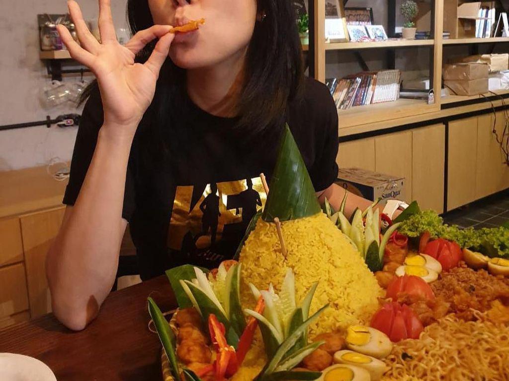 Cantiknya Aida, Istri Delon Thamrin yang Hobi Makan Nasi Kuning