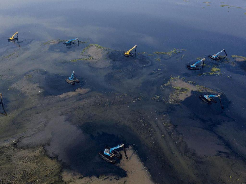 Pengerukan Waduk Pluit untuk Antisipasi Banjir