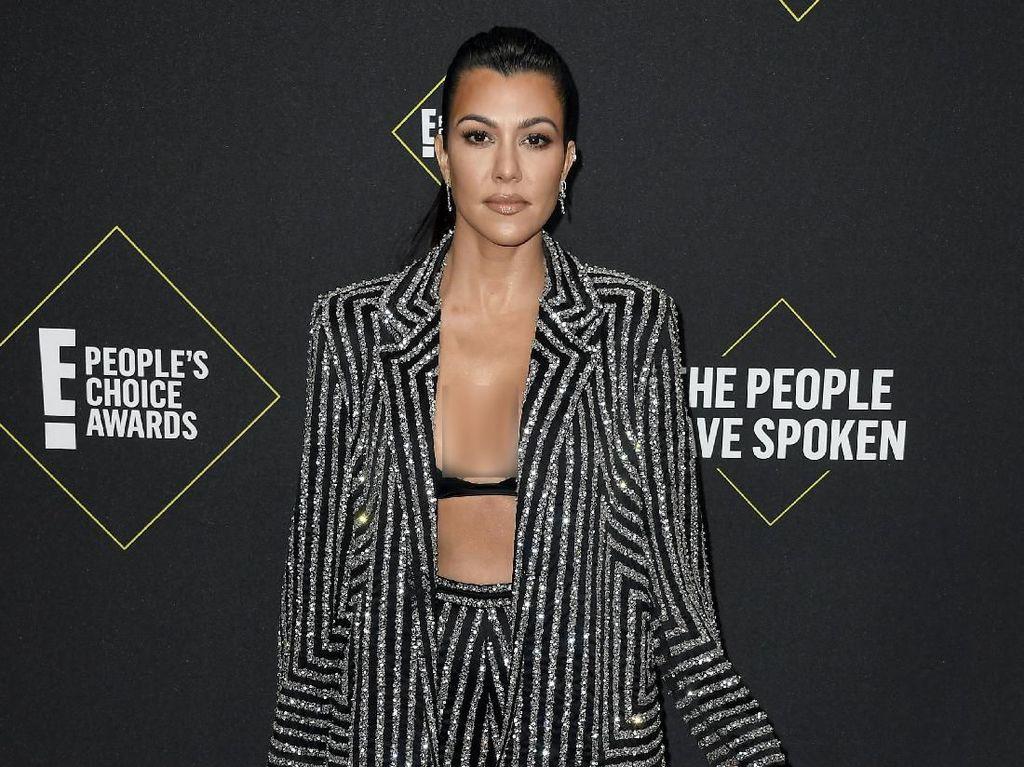 Kourtney Kardashian Posting Ayat Alkitab Terkait Pandemi Corona