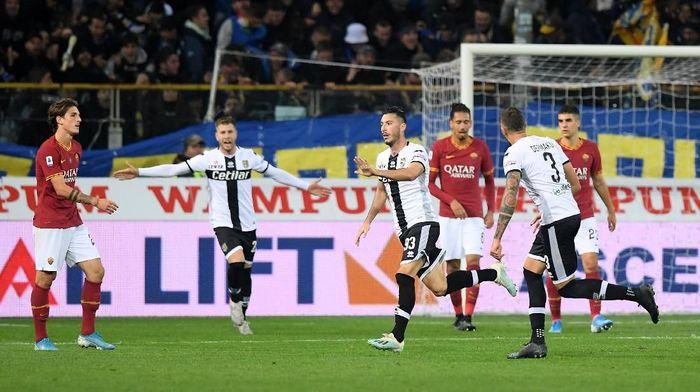 AS Roma kalah 0-2 di kandang Parma dalam lanjutan Liga Italia (Foto: Alberto Lingria/Reuters)