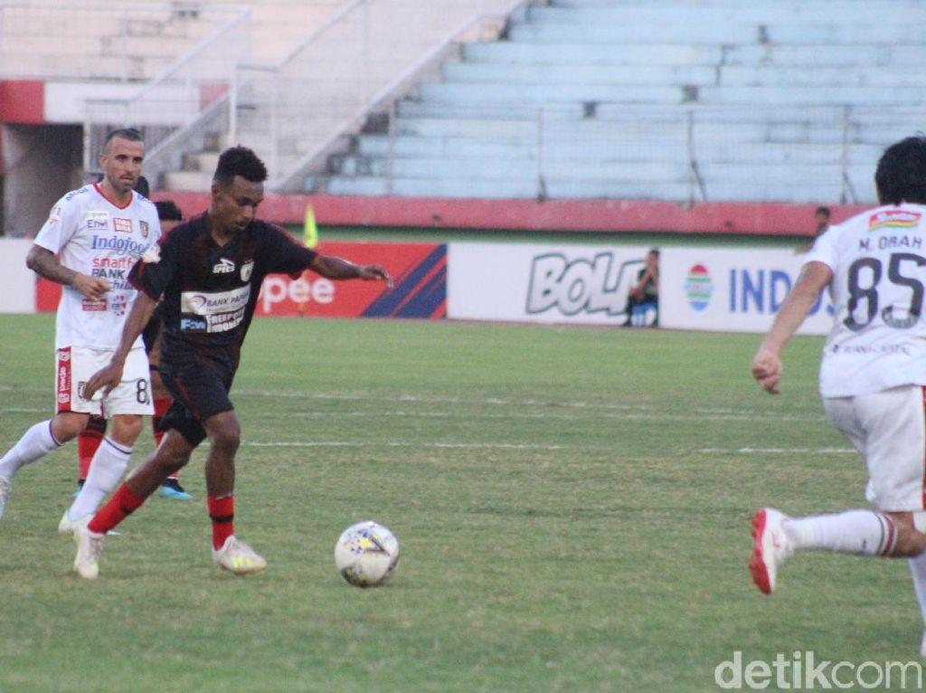 Todd Rivaldo Ferre Resmi Jadi Pemain Lampang FC