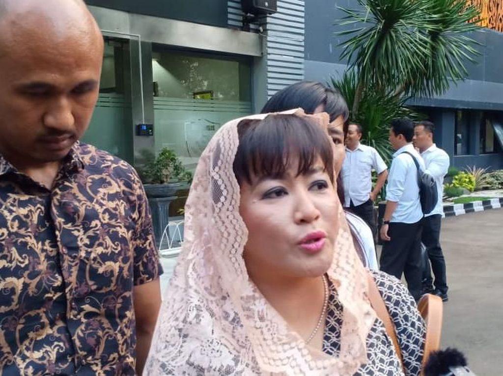 Diperiksa Polisi, Dewi Tanjung Ditanya Soal Tanggapan Penyiraman ke Novel