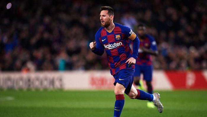 Frenkie De Jong menilai Lionel Messi lebih pantas dapat Ballon dOr daripada Virgil Van Dijk (Foto: Alex Caparros/Getty Images)