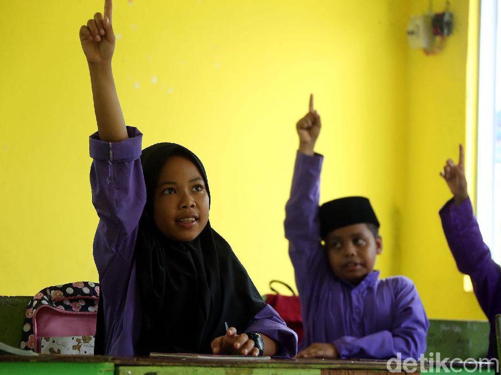 1.410 Sekolah di Zona Hijau-Kuning Belajar Tatap Muka, Jawa Paling Sedikit