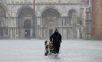 Italia Diguyur Badai Lebat, Venesia Pun Banjir