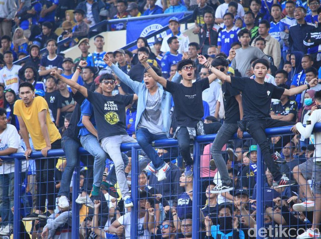 Bobotoh Cirebon Minta Manajemen Persib Tak Pelit Belanja Pemain