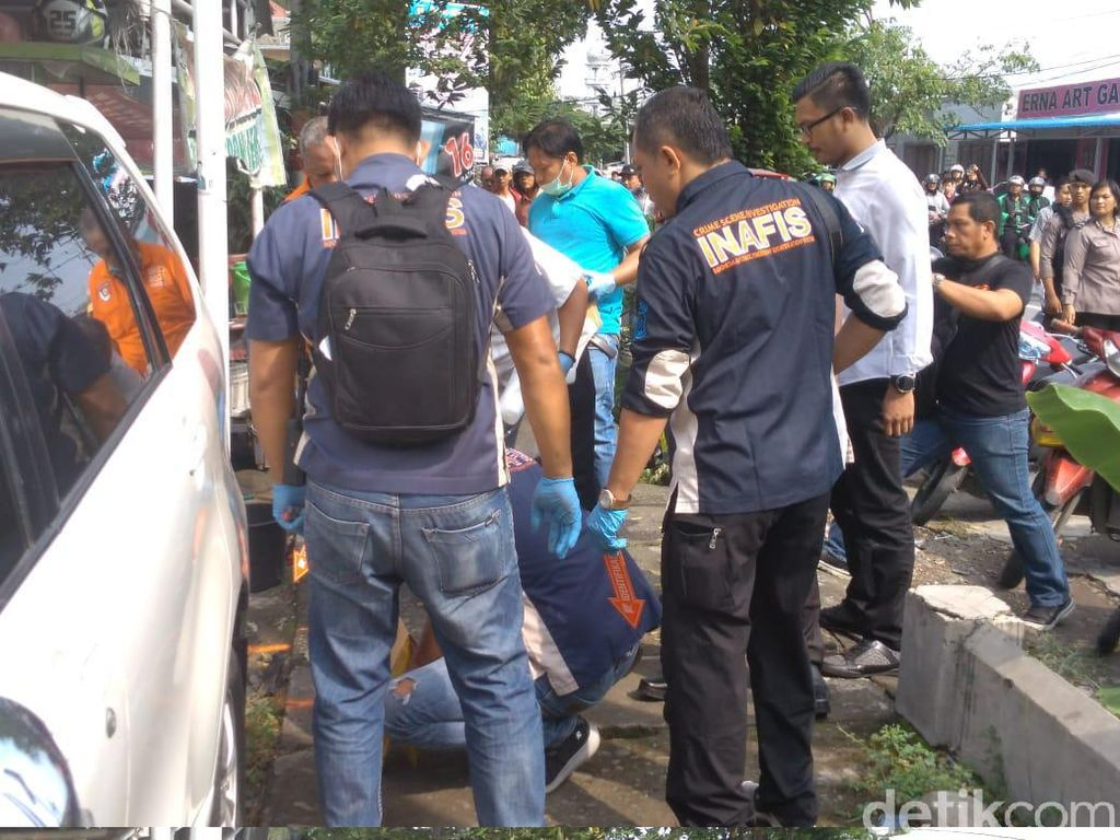Suasana Olah TKP Bom Bunuh Diri di Polrestabes Medan