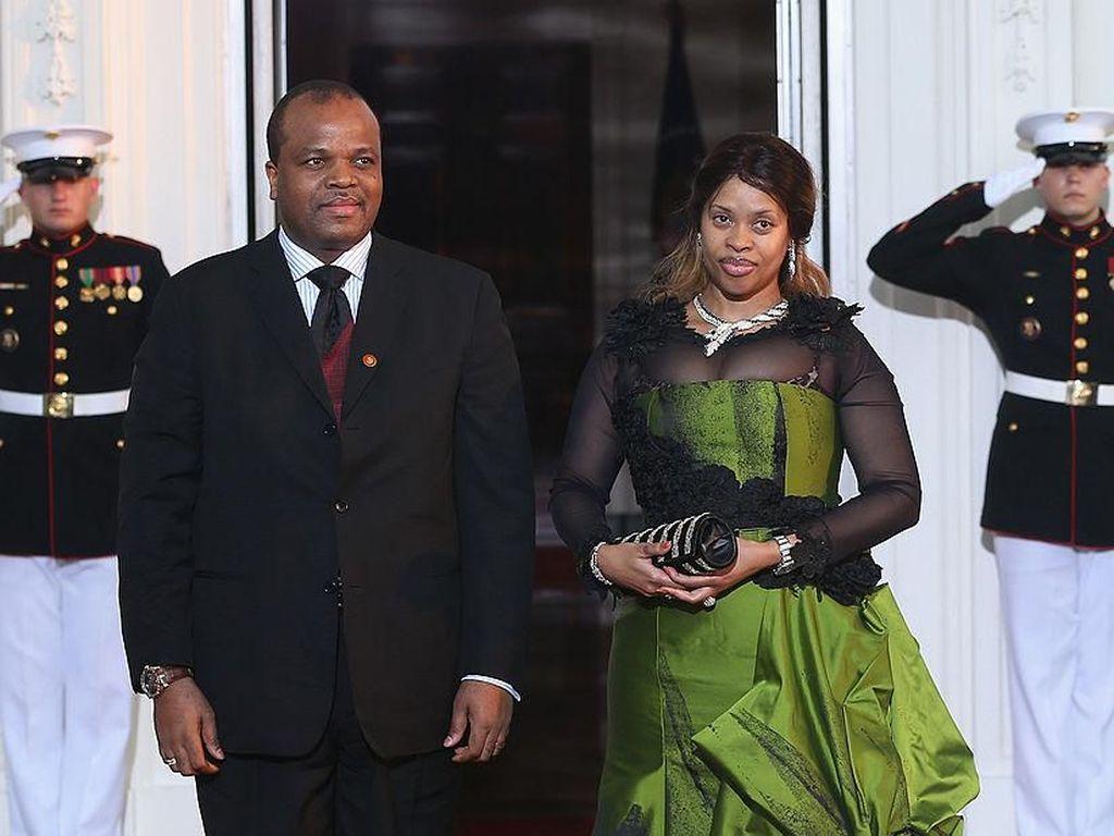 Raja Swaziland Dihujat Belikan Mobil Mewah untuk 14 Istrinya
