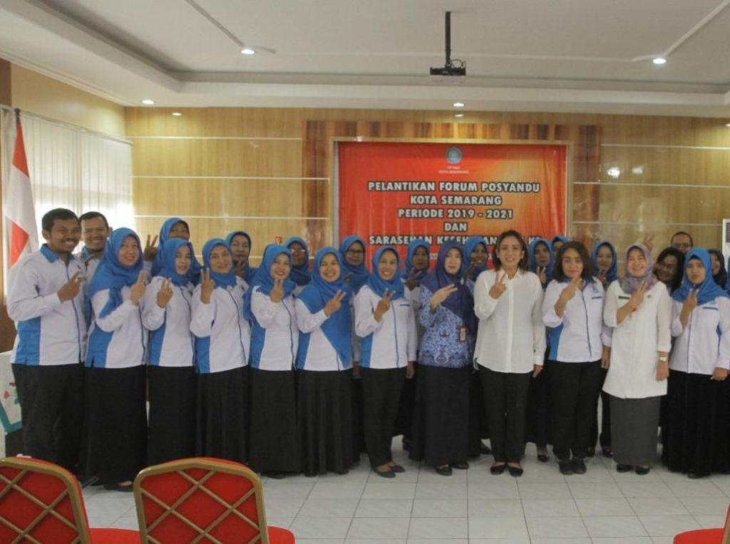 Istri Wali Kota Lantik Pengurus Baru Posyandu Kota Semarang
