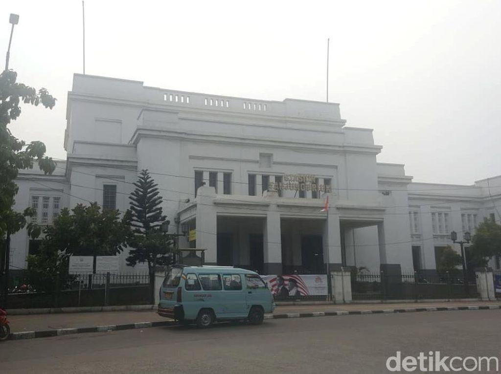 Wisata ke Bunker di Stasiun Tanjung Priok, Bisa Nggak Sih?