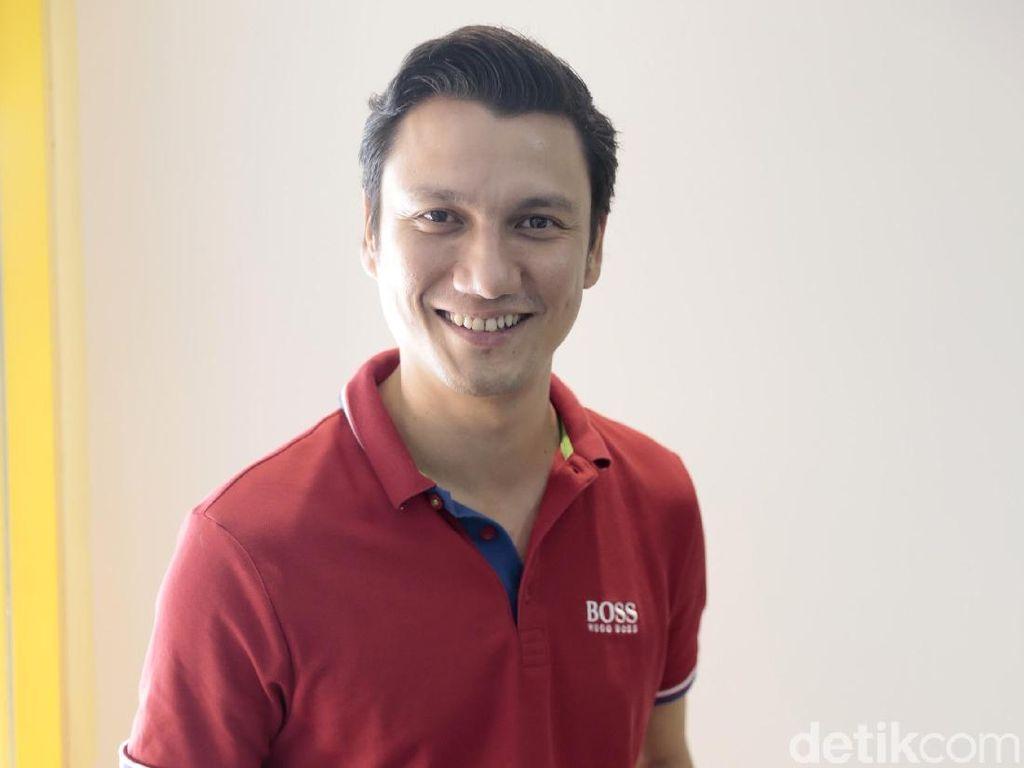 Reaksi Christian Sugiono saat Rambutnya Disebut Mirip Park Saeroyi