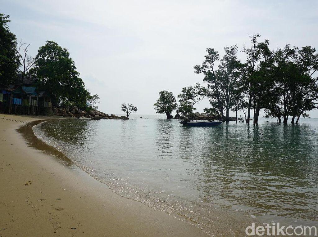 Foto: Pantai RI Ini Ramai Turis, tapi Masih Terbatas Listrik