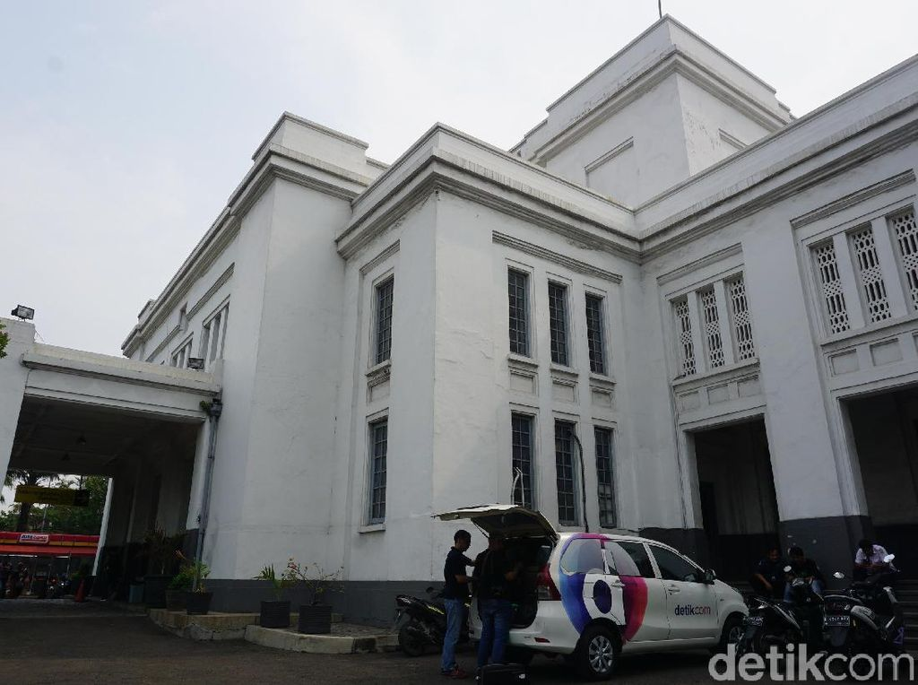 Foto Stasiun Tanjung Priok, dari Bunker sampai Toilet Zaman Old