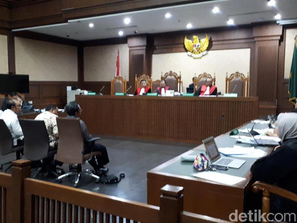 Hakim Cecar Saksi soal Siapa Bayar Kamar Hotel Rommy Saat OTT