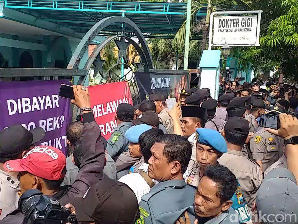 Eksekusi Gedung Astranawa oleh PN Surabaya Diwarnai Aksi Dorong
