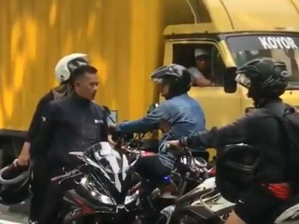 Bikers R15 Lawan Arus Ditegur Marah, Terlanjur Malu Gertak Sambal