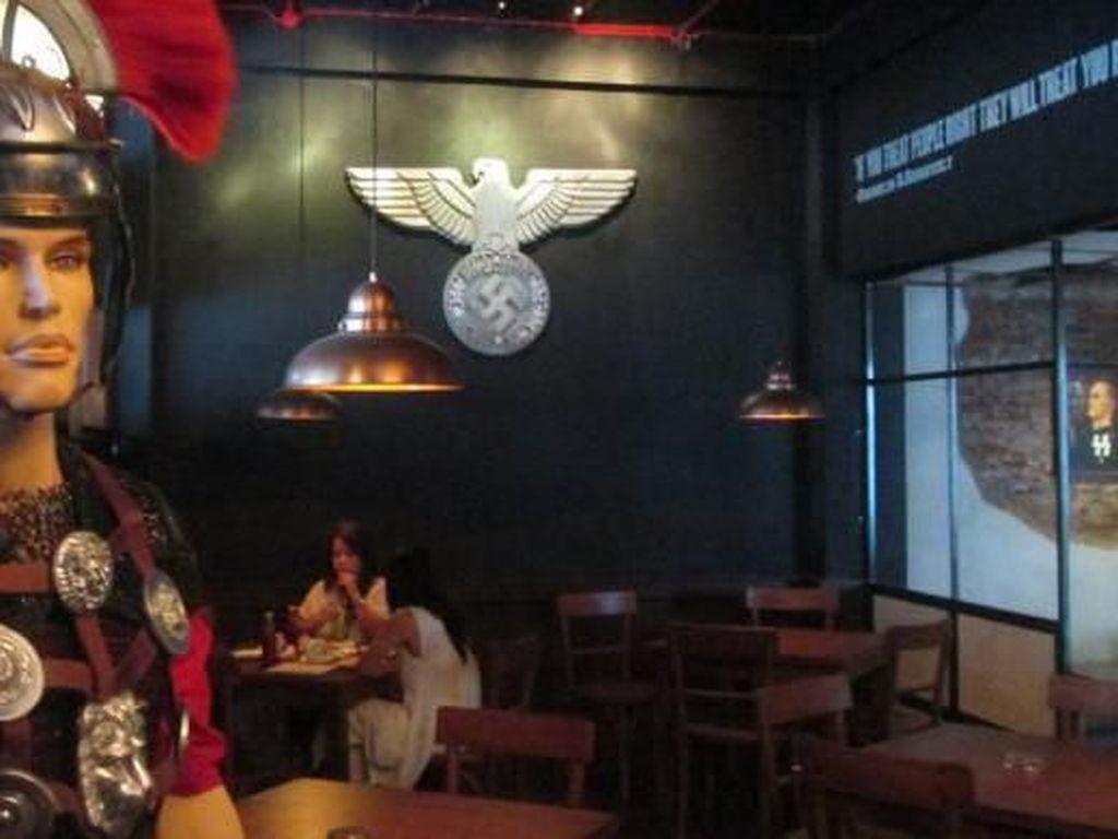 Hanya Gara-gara Pajangan, 5 Restoran Ini Diprotes Keras Netizen
