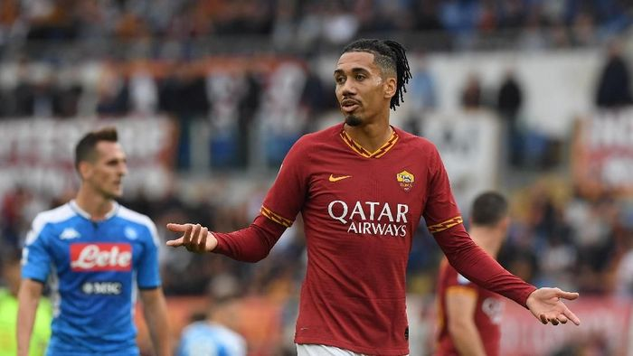 Soccer Football - Serie A - AS Roma v Napoli - Stadio Olimpico, Rome, Italy - November 2, 2019  AS Romas Chris Smalling looks dejected   REUTERS/Alberto Lingria