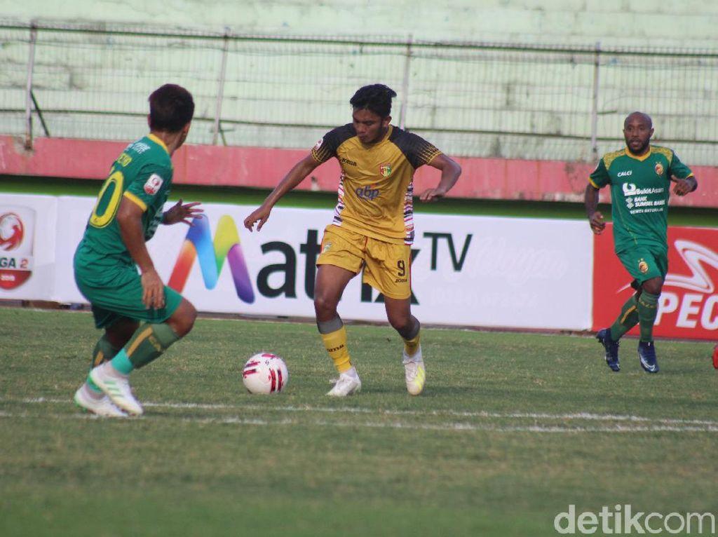 Babak 8 Besar Liga 2: Mitra Kukar Vs Sriwijaya FC Selesai 1-1