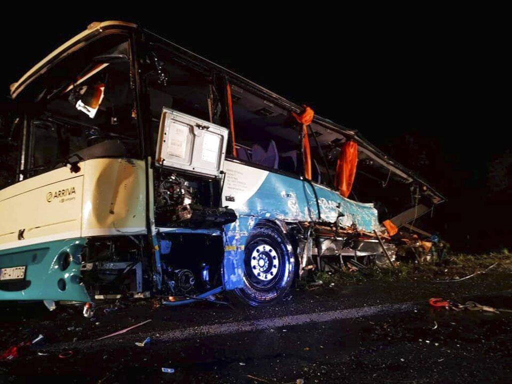 Bus Vs Truk di Slovakia Tewaskan 12 Orang