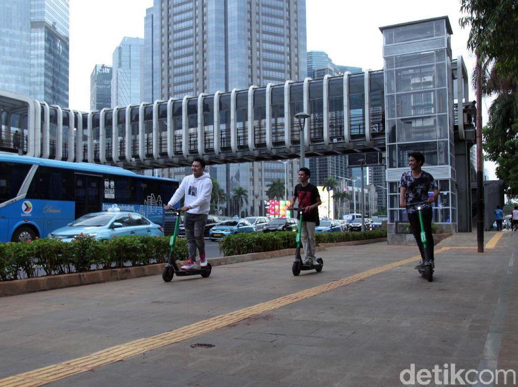 Sengkarut Aturan Skuter Listrik di Jalur Sepeda