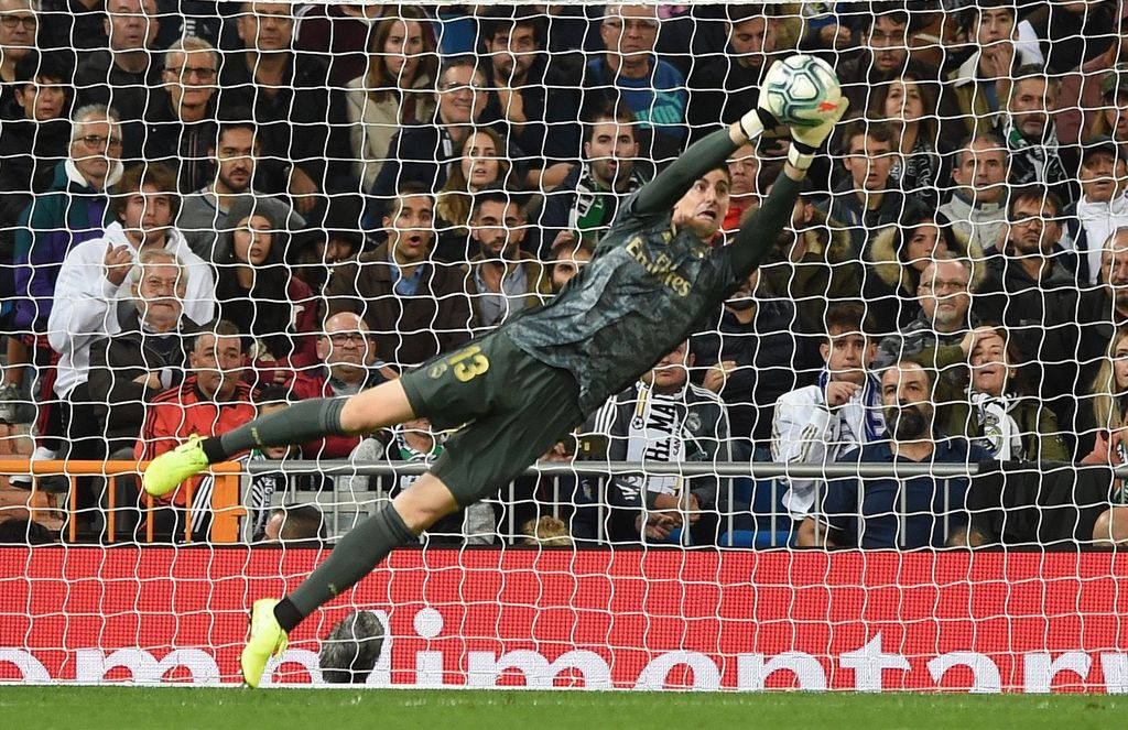 MADRID, SPAIN - NOVEMBER 02: Thibaut Courtois of Real Madrid CF makes a save during the Liga match between Real Madrid CF and Real Betis Balompie at Estadio Santiago Bernabeu on November 02, 2019 in Madrid, Spain. (Photo by Denis Doyle/Getty Images)
