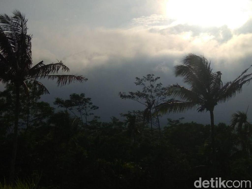 Gunung Lemongan Alami 252 Kali Gempa, 11 Rumah Warga Retak-retak