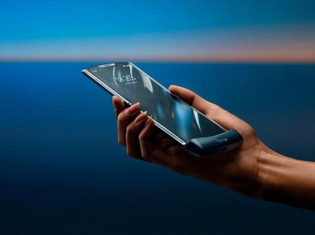 Penjualan Ponsel Lipat Motorola Razr Terpaksa Molor