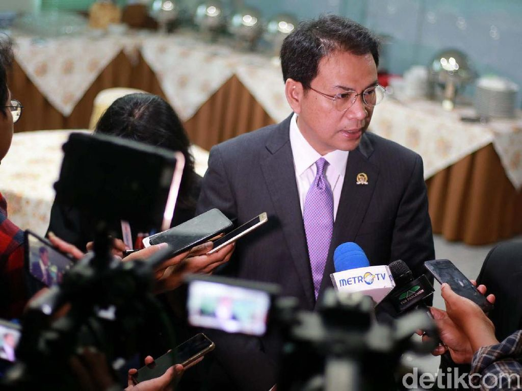 Formappi Tuding MKD Tak Serius Usut Laporan terhadap Azis Syamsuddin