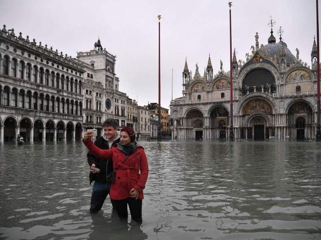 Venesia Kebanjiran, Turis Malah Asyik Selfie