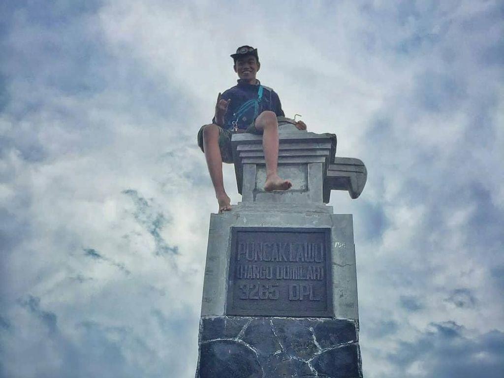 Buat Pendaki: Tugu di Puncak Gunung Lawu Bukan untuk Dipanjat
