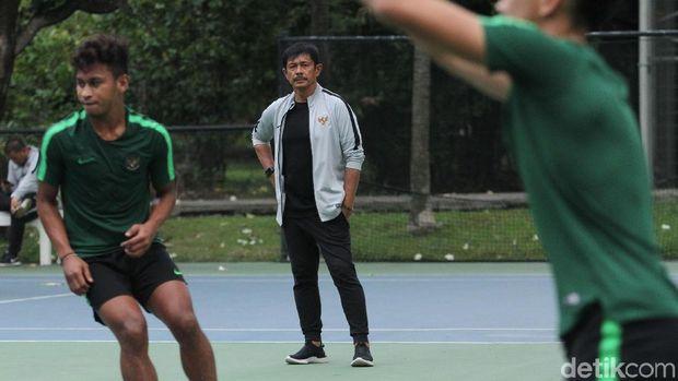 Indra Sjafri memimpin latihan Timnas Indonesia U-23 di Hotel Sultan, Kamis (14/11).