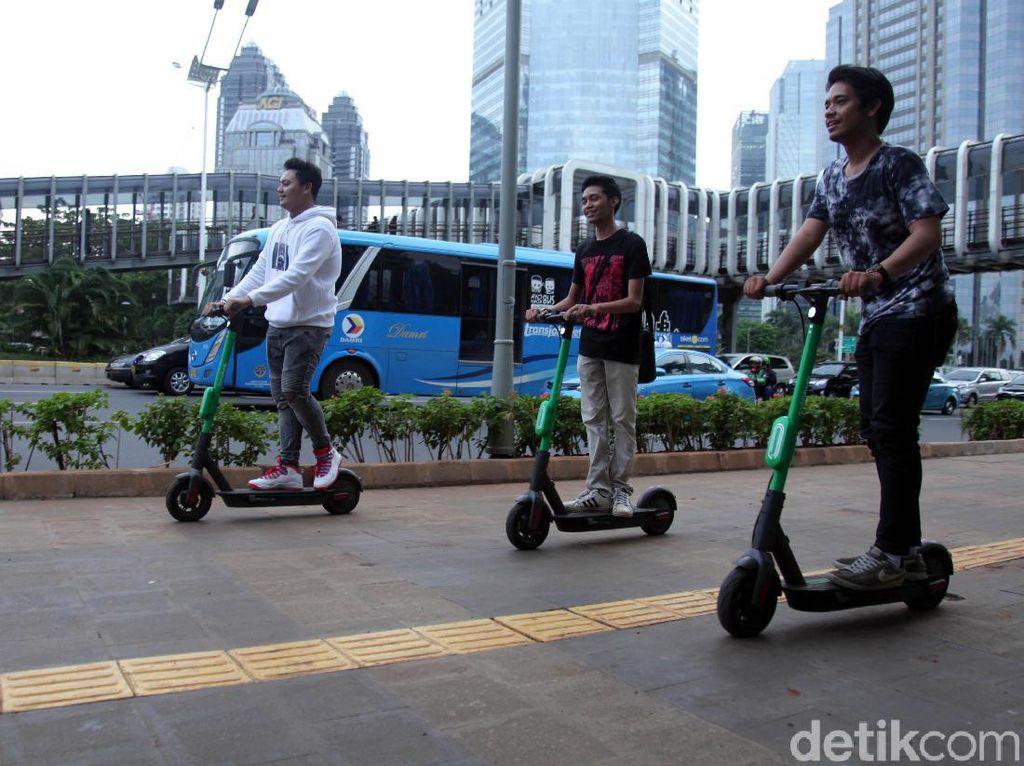 Pengguna e-Scooter yang Mengaspal di Jalan Akan Ditilang Mulai Pekan Depan
