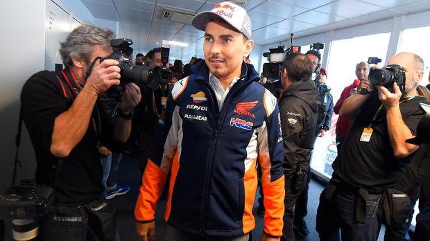 Jorge Lorenzo pensiun dari MotoGP usai balapan di Valencia.