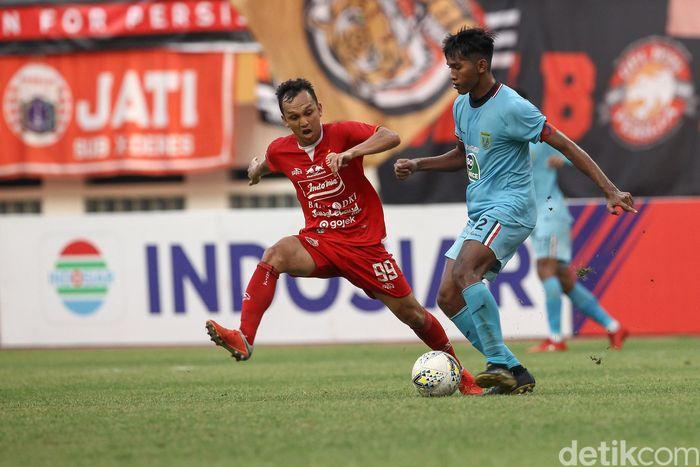 Pertandingan Liga 1 antara Persija melawan Persela digelar di Stadion Wibawa Mukti, Kabupaten Bekasi, Jumat (15/11)